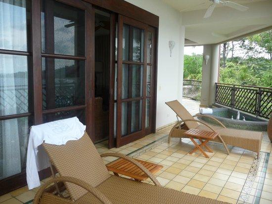 Arenas del Mar Beachfront & Rainforest Resort: patio