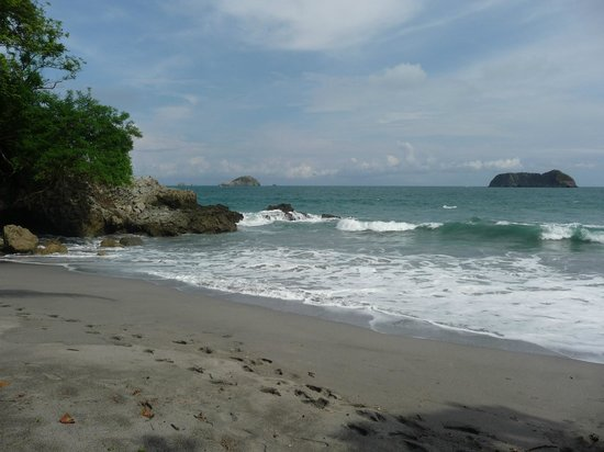 Arenas del Mar Beachfront & Rainforest Resort: Playitas, the resort's private beach