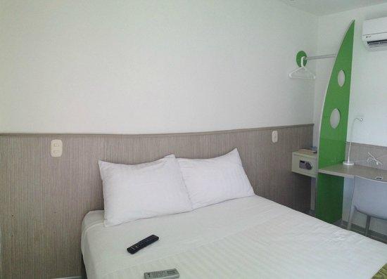 Ecostar Hotel: cama doble, cajilla seguridad