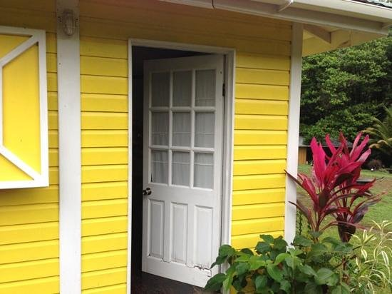Mermaid's Secret - Riverside Retreat: the yellow cabin