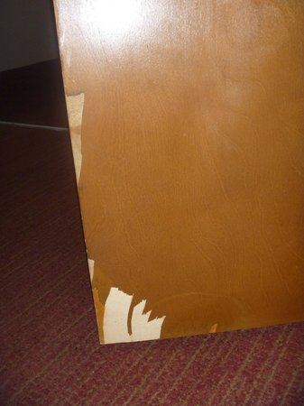 Crowne Plaza Fort Myers at Bell Tower Shops: messed up door