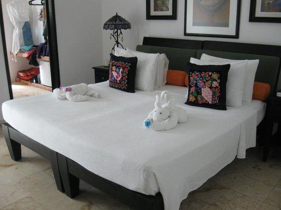 Casa Sirena Hotel: Towel Creature Proliferation