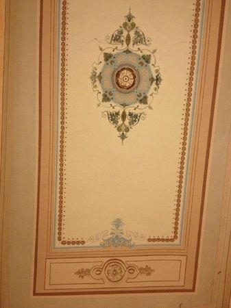 Palazzo dal Borgo Hotel Aprile: soffitto camera 11