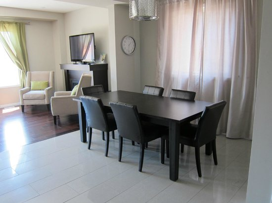 Boardwalk Homes Executive Guest Houses & SUITES!: dining area