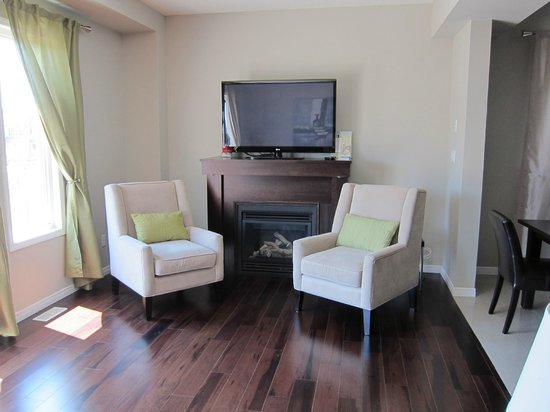 Boardwalk Homes Executive Guest Houses & SUITES!: living room