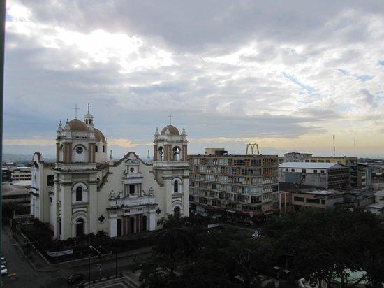 Gran Hotel Sula: Basilica and plaza