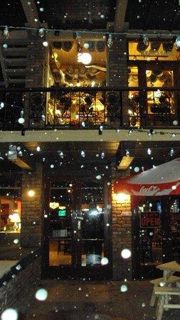 Ryno's Pub & Pizzeria: restaurant is below street level