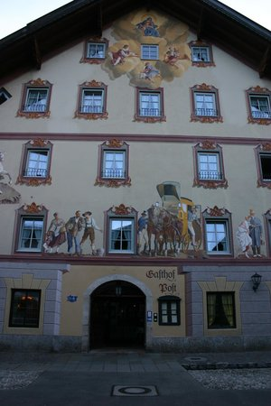 Post-Hotel: The beautifuly painted facade facing the pedestrian zone