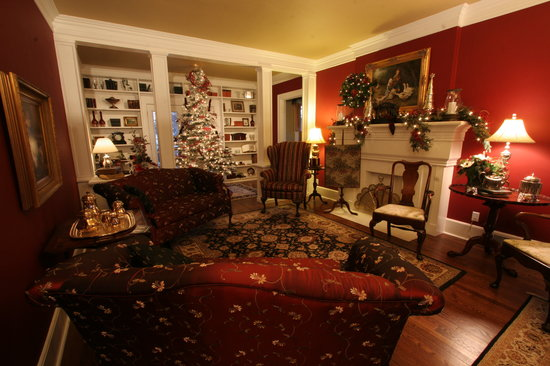 Sidwell Friends Bed and Breakfast: Living Room at Christmas