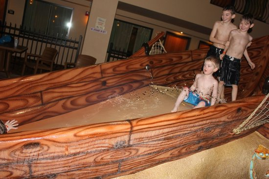 Ramada Tropics Resort / Conference Center Des Moines: My toddlers loved these slides!!