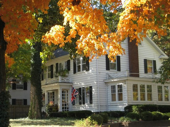 Sidwell Friends Bed and Breakfast: Fall Colors