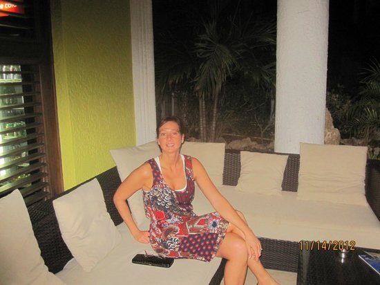 Brickell Bay Beach Club & Spa: Me chilling in the outdoor lobby.