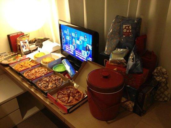 Studio M Hotel: Premier loft tv console