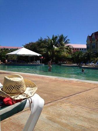Coco Palm Resort: big pool