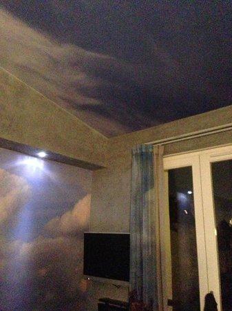 Apostrophe Hotel: Room