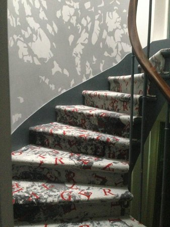 Apostrophe Hotel: Stairs