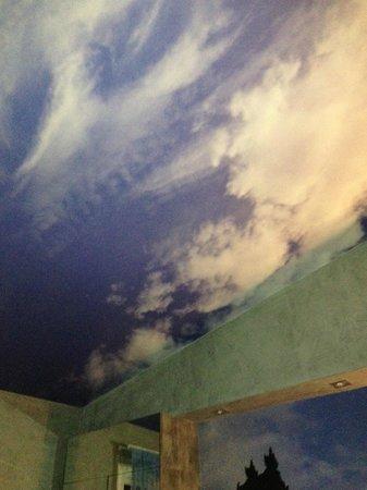 Apostrophe Hotel: ceiling again
