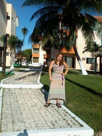 Grand Royal Lagoon: Mi esposa en los alrededores