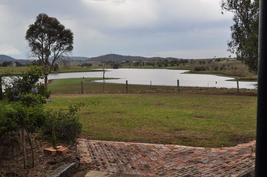 Lochinvar House B&B: View over the natural lake