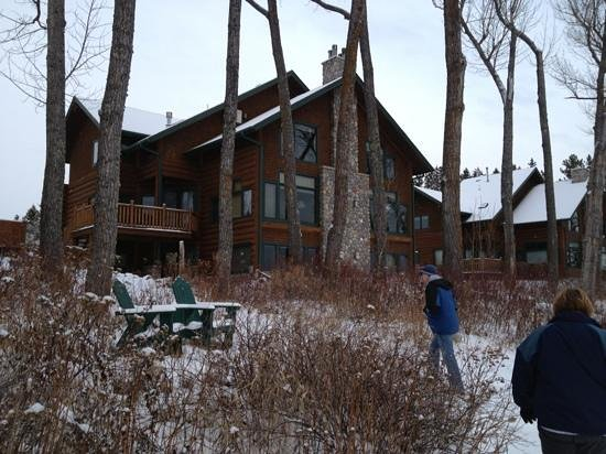 Grand Superior Lodge: Back of our cabin.