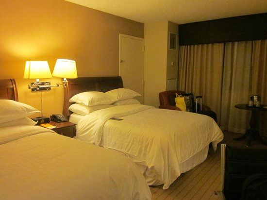 Sheraton Edison Hotel Raritan Center: Beds