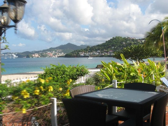 Radisson Grenada Beach Resort: Beach side bar