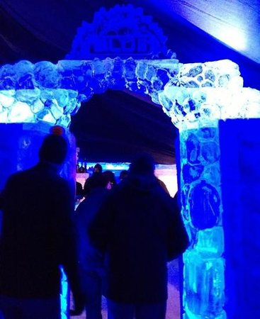 Grand Superior Lodge: Entrance to the ice bar