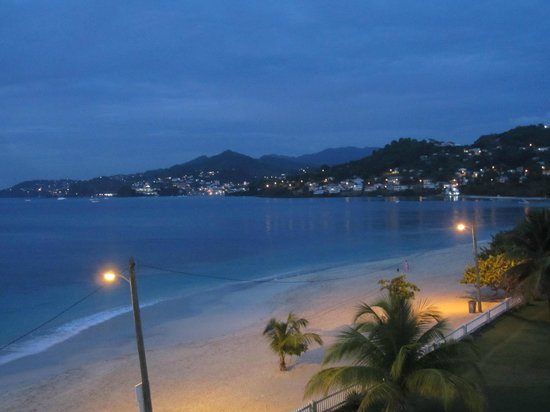Radisson Grenada Beach Resort: Evening view from our balcony
