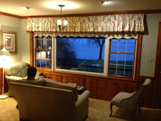 Sandaway Waterfront Lodging: Sitting in room 108 and admiring the view