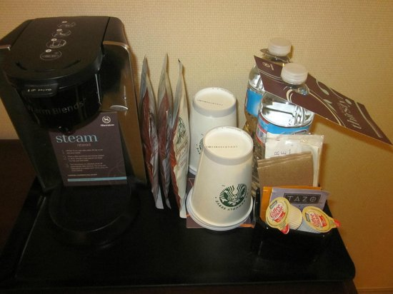 Sheraton Edison Hotel Raritan Center: Coffee, Tea and water
