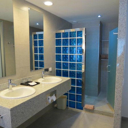 Hotel Riu Bambu: Bathroom