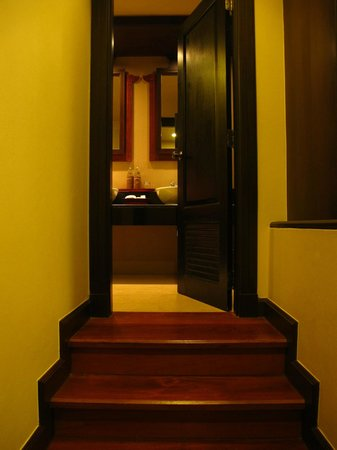 Siripanna Villa Resort & Spa: Step up to your bathroom