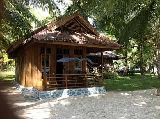 Fadhila Cottages: Wooden room and hammoc