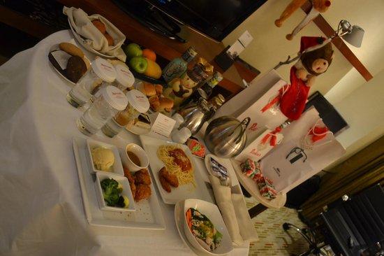 Manila Marriott Hotel: room service