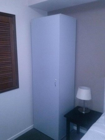 Harbour View Apartment Hotel: Another view of my semi-bedroom showing shutters that open