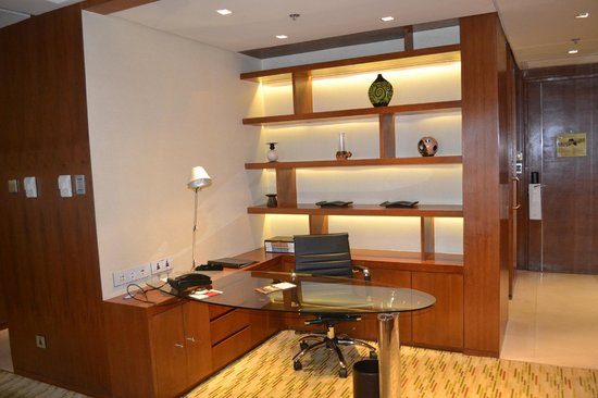 Manila Marriott Hotel: working desk