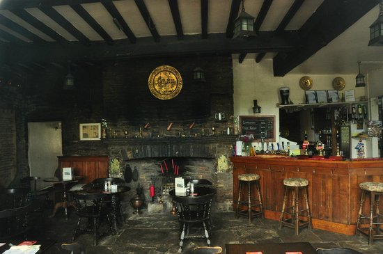 Skirrid Mountain Inn: Main interior Pub area