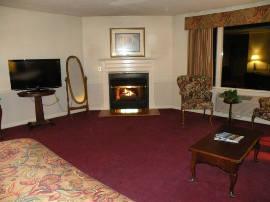 The Lucerne Inn: gas fireplace