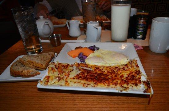 Blue Coyote Cafe: Opulent breakfast