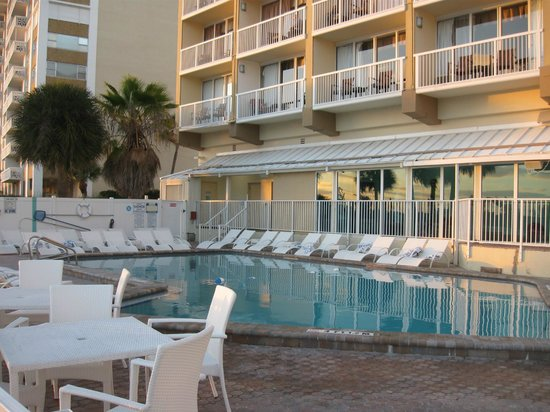 DreamView Beachfront Hotel & Resort: Pool area
