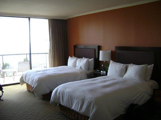Hilton Hawaiian Village Waikiki Beach Resort : 2 x Queen room. Ocean-front in Rainbow Tower