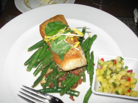 Shor American Seafood Grill : Chili lime grouper served on green beans with a side of tropical salsa