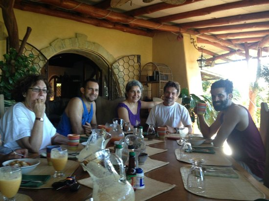 Villa Mango: with Agnes and Jo in the middle at breakfast