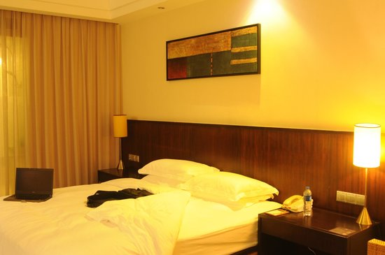 BEST WESTERN PREMIER Trithorn Hotspring Resort: Bed Side