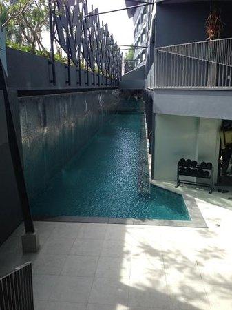 Ize Seminyak: zwembad bij de luxe kamers