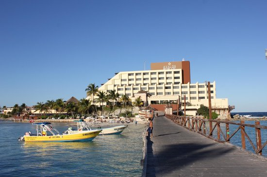 Mia Reef Isla Mujeres: Main building, Avalon Reef Hotel.
