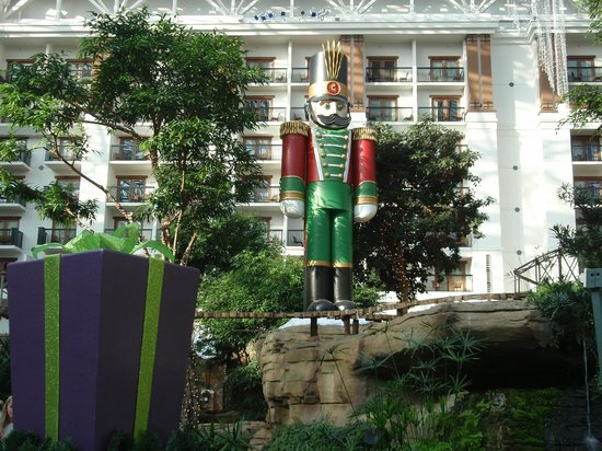 christmas decorations picture of gaylord texan resort. Black Bedroom Furniture Sets. Home Design Ideas
