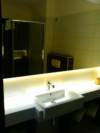 Hotel Emporium: bathroom