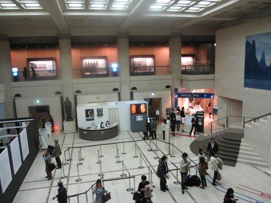 Kobe City Museum (Kobe Shiritsu Hakubutsukan) : 館内ロビー