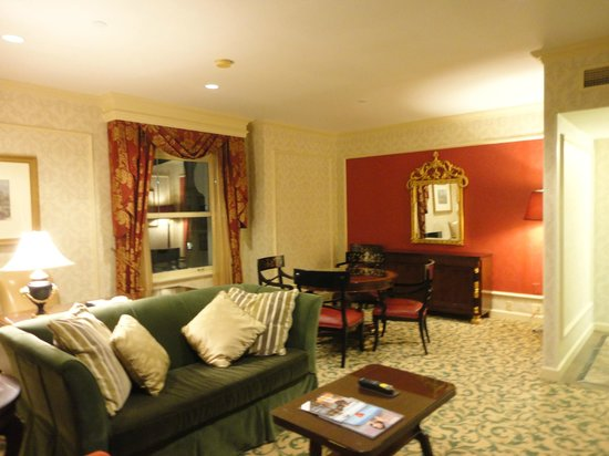 Willard InterContinental Washington: Living area of suite